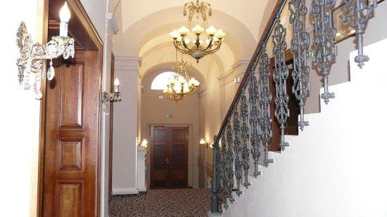 Hotel Klarov Prague: Лестница в отеле