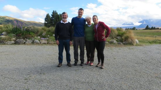 Tekapo Top House: Us and the Lovely Hosts!