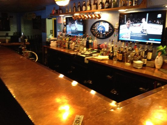 Black Sheep Baaa & Grill: Awesome copper bar