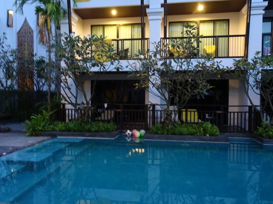 Centara Anda Dhevi Resort and Spa : Our deluxe pool access room, first on the left