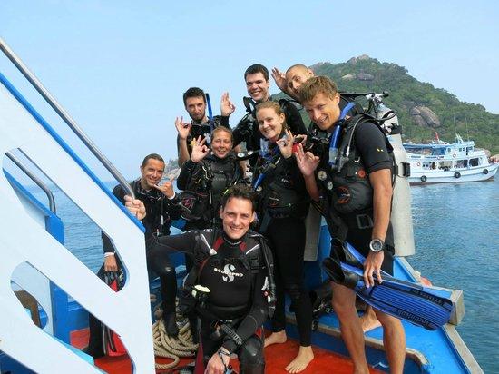 Ban's Diving Resort: Notre groupe, Christelle au centre, Nico en  haut à droite et Hubert à gauche