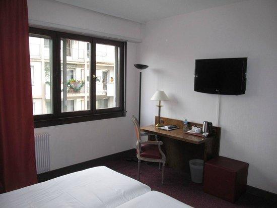 Best Western Hotel De France : Desk