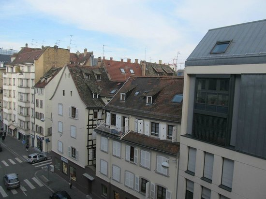 Best Western Hotel De France : More buildings across the street from our room
