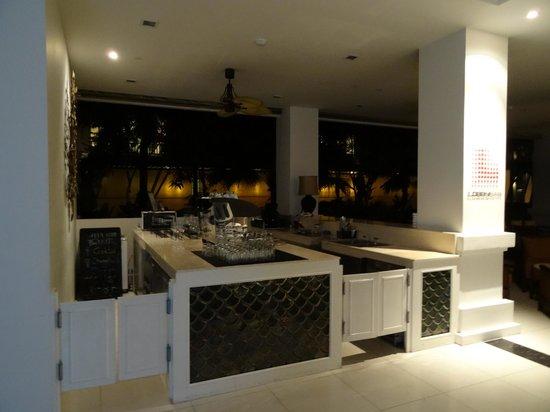 Centara Anda Dhevi Resort and Spa: Bar