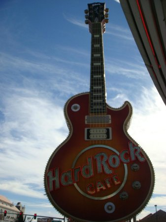 Hard Rock Cafe : Ouside Guitar