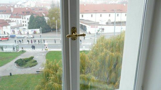 Hotel Klarov Prague: Окно в номере