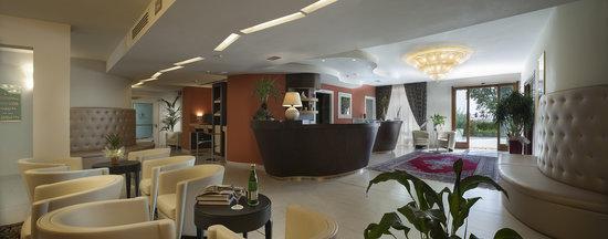 Etruria Resort & Natural Spa: recepiont del Resort
