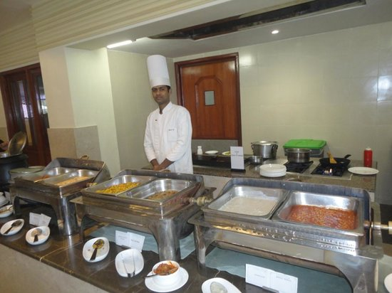 Hotel Chandela: Buffet breakfast at Rimjhim