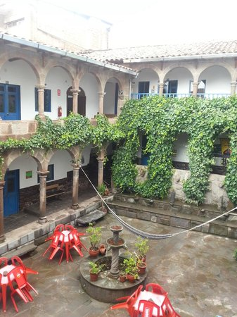Milhouse Hostel Cusco : View of second patio of Milhouse Hostel