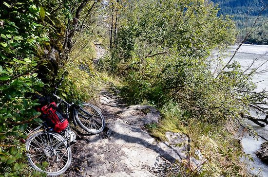 Herbert Glacier: Advisory to walk your bike when trail narrows