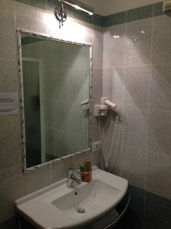 Hotel Nuova Barcaccia: Lo specchio del bagno