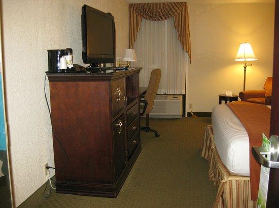 Drury Inn & Suites St. Louis Fenton: Bedroom (c)