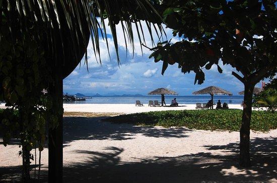 Mabul Beach Resort: Beach