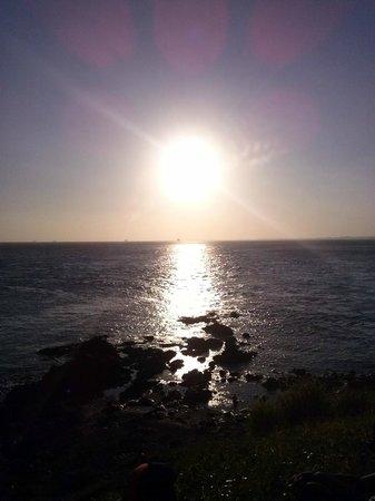 Praia do Porto da Barra: Por do sol visão do farol