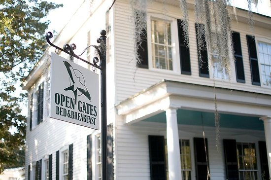 Open Gates B&B: Open gates sign and home view