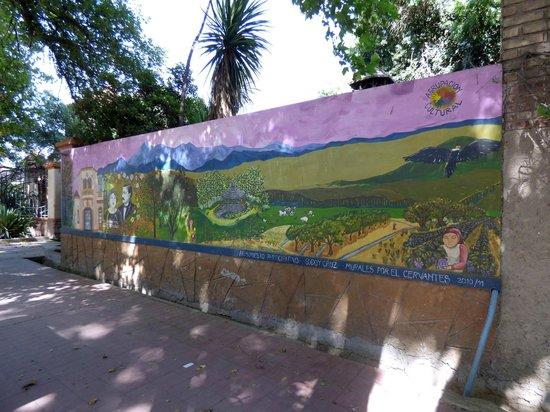 Chalet de Bassi: Pared exterior con mural