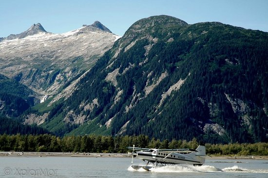 Taku Glacier Lodge & Wings Airways : Float Plane Landing
