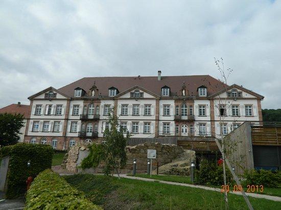 Qualys-Hotel Val-Vignes: facade hotel et terrasse