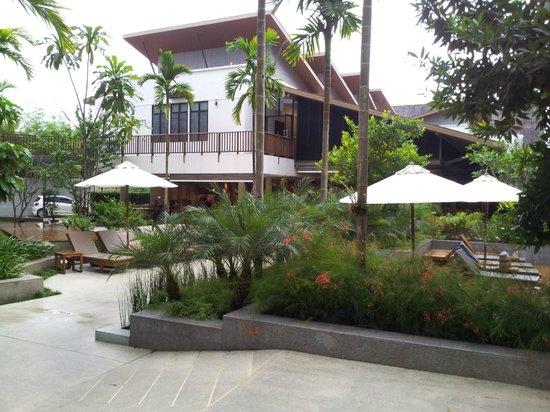 Deevana Plaza Krabi Aonang : Hotel grounds