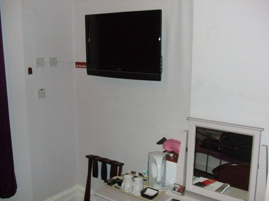 Colebrook Guest House: TV