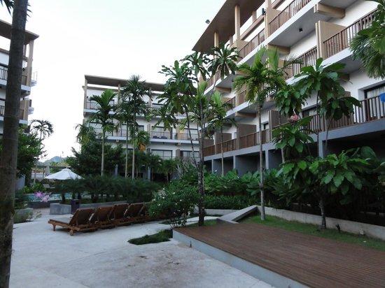 Deevana Plaza Krabi Aonang: Hotel grounds