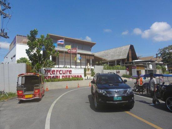 Deevana Plaza Krabi Aonang: Hotel entry