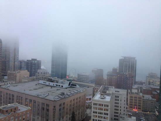 The Westin Seattle: Morning view from room with the fog