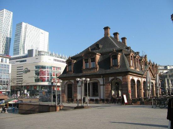 The Hauptwache: От Гауптвахты начинается торговая улица