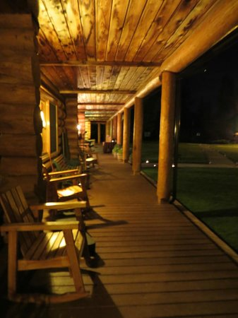 Three Bars Guest Ranch: Porch of the lodge