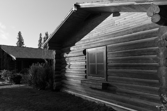 Three Bars Guest Ranch : One of the beautiful cabins