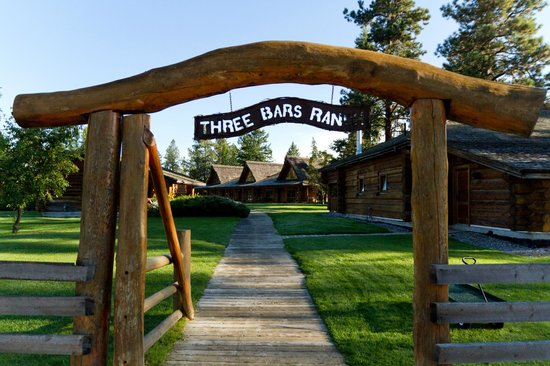 Three Bars Guest Ranch: Entrance to the lodge and guest cabins