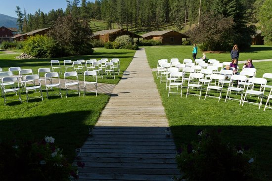 Three Bars Guest Ranch: Beautiful area for a wedding.  In front of the lodge