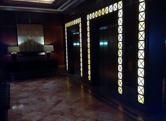 InterContinental Toronto Yorkville : Elevator Area