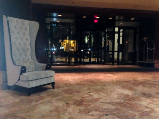 InterContinental Toronto Yorkville : Lobby Entrance