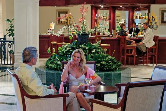 Luxury Bahia Principe Cayo Levantado Don Pablo Collection: Lobby Bar