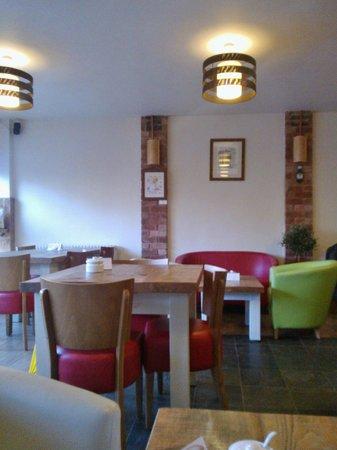 DINO'S Italian Cafe Lounge Stanley Common: Inside