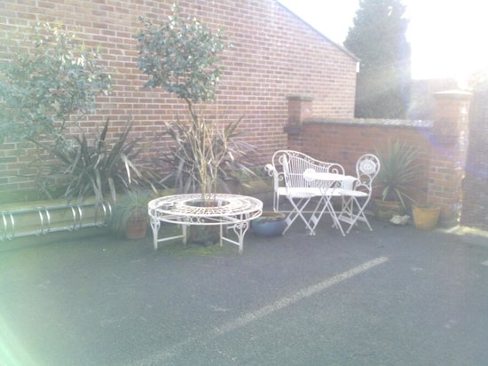 DINO'S Italian Cafe Lounge Stanley Common: Outside seating area