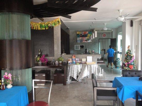 3rd street cafe & Guesthouse: Eingangsbereich -Glanzzeiten sind vorbei-