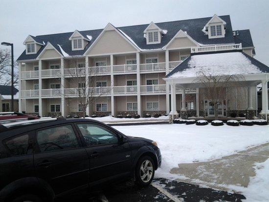 Bay Pointe Inn & Restaurant: Hotel front