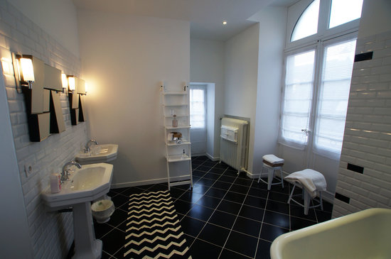 salle de bain suite eternit picture of maison bossoreil angers tripadvisor. Black Bedroom Furniture Sets. Home Design Ideas