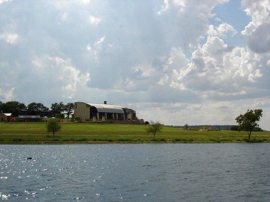 Rough Creek Lodge: The resort from the lake