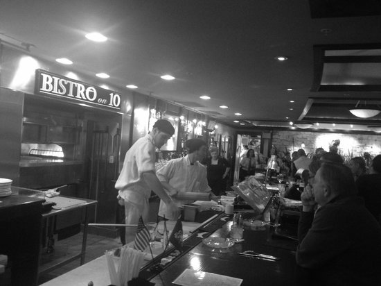 Bistro on 10: Great time sitting at the bar.  Friendly, fun staff & good drinks.