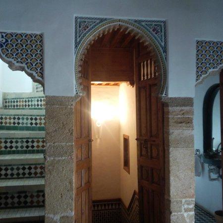 Riad Dar Mayssane : Landing area between the three rooms of the suite