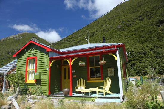 Arthur's Pass Village Bed and Breakfast Homestay: Arthur's Pass Village B&B, repainted