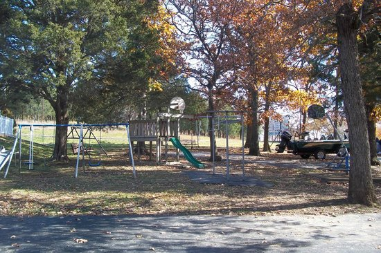 Golden Arrow Resort: Playground area