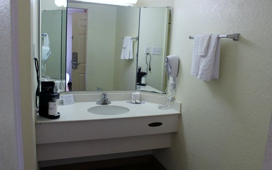 Baymont Inn & Suites Marietta/Atlanta North : Bathroom