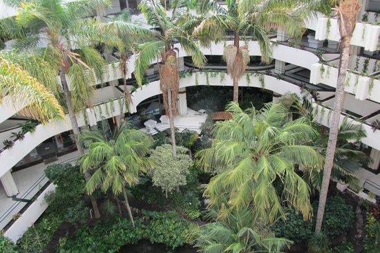 Meliá Salinas: Le patio de l'hôtel