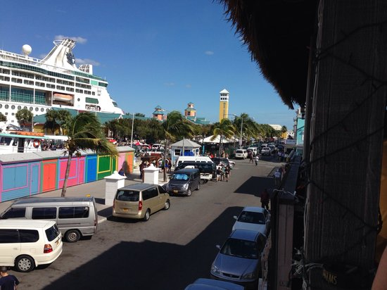Sharkeez Tiki Bar : View of the cruise port (Enchantment of the Seas) from the balcony. Great afternoon of drinks an