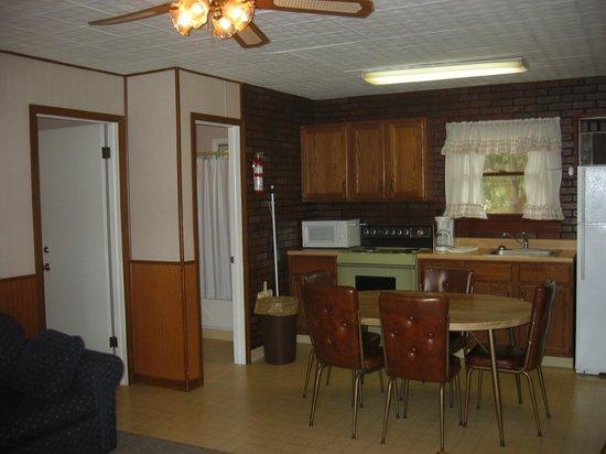 Golden Arrow Resort: 'F' cottage kitchen