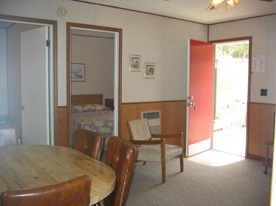 Golden Arrow Resort: Inside 'F' cottage.
